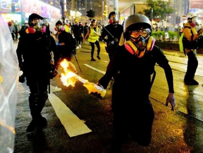 Есть ли у китайских властей ответ на коктейли Молотова в Гонконге?