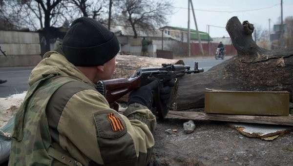 Бойцы ДНР на боевых позициях в Донецке. Архивное фото