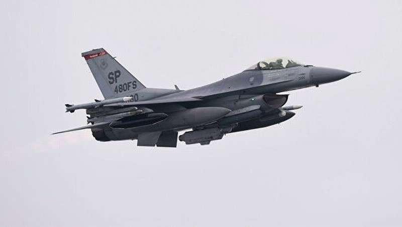 В Германии разбился истребитель ВВС США F-16