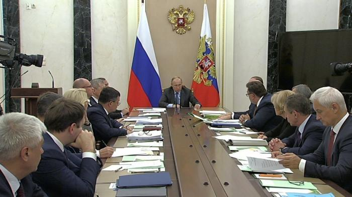 Владимир Путин провёл совещание с членами Правительства 09.10.2019