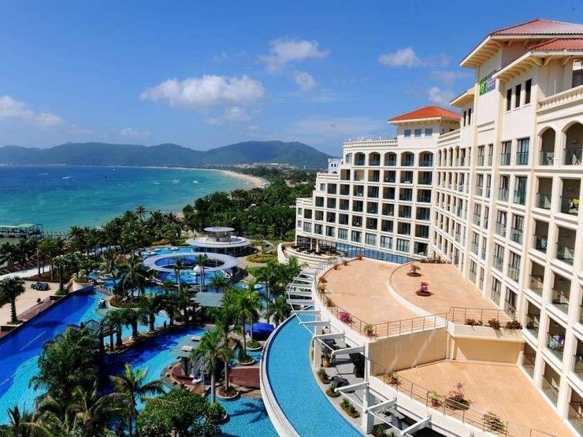 Честный китайский отель отказался принимать вороватого подельника Чубайса