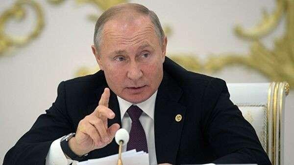 Президент РФ Владимир Путин на заседании Совета глав государств СНГ в Туркмении