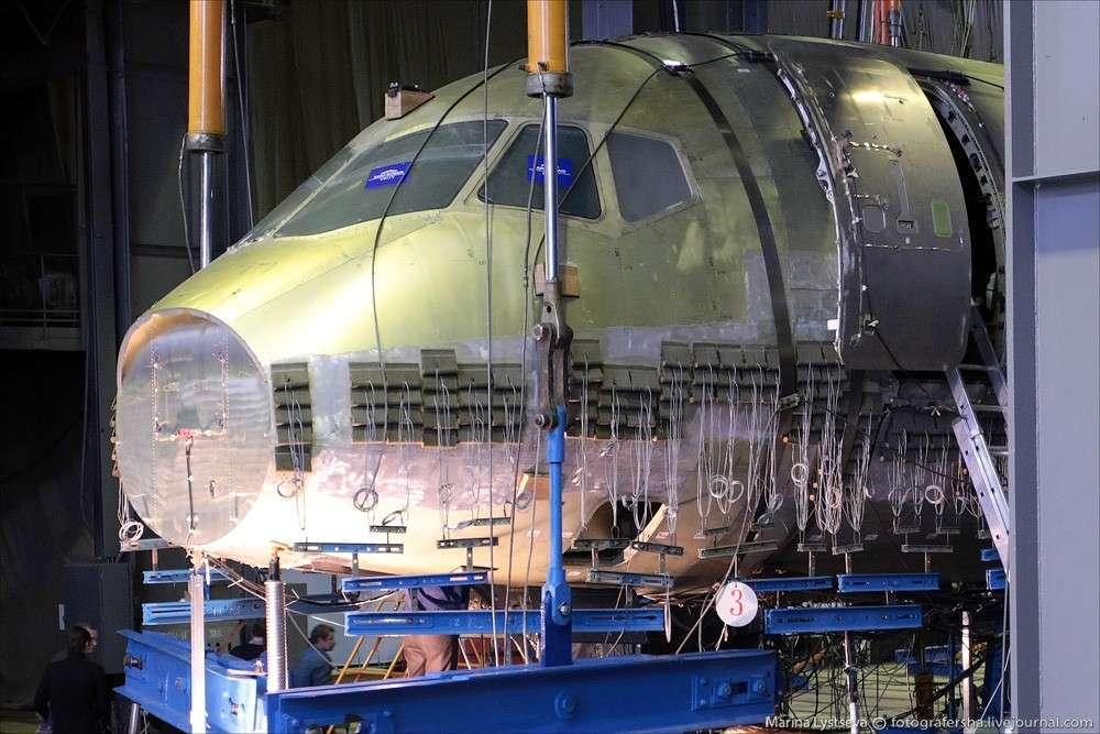 Самолёт-матрёшка: Суперджет в Руслане