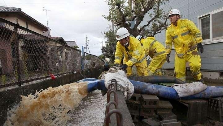 В Японии спасают людей после сильнейшего за 50 лет тайфуна