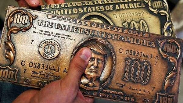 Пластина для печати сувенирных долларовых купюр с портретом президента США Дональда Трампа