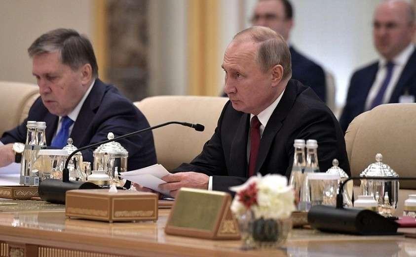 На встрече с представителями деловых кругов России и ОАЭ.