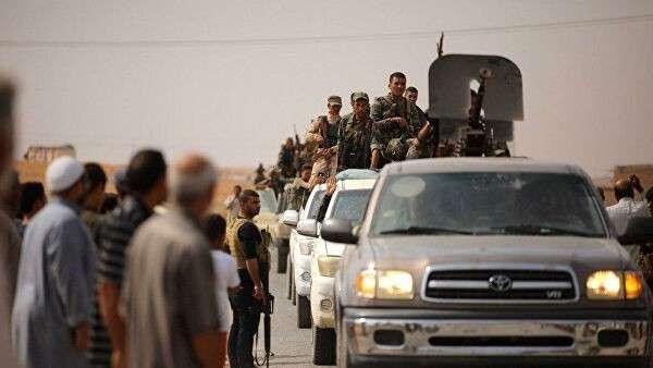 Сирийская армия в городе Айн-Исса на севере провинции Ракка