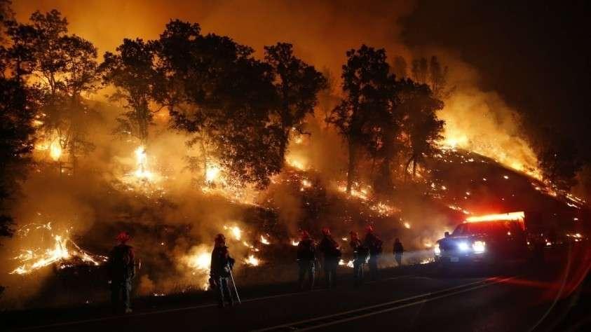 Борьба с пожарами ввергла в хаос самый богатый штат США