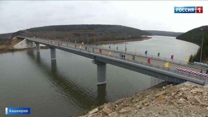 В Башкирии раньше срока открыли новый мост через реку Уфу