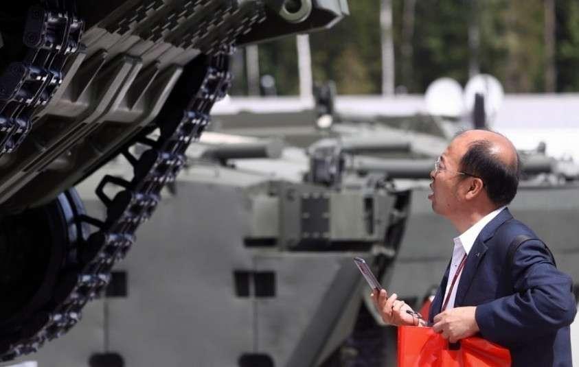 Россия отказалась от использования системы SWIFT и доллара по оружейным контрактам