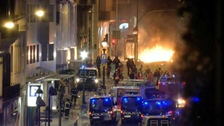 Барселона в огне, акция мирной не получилась, десятки раненых, толпа радикалов непредсказуема