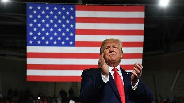 Президент США Дональд Трамп во время предвыборной кампании Keep America Great в Манчестере