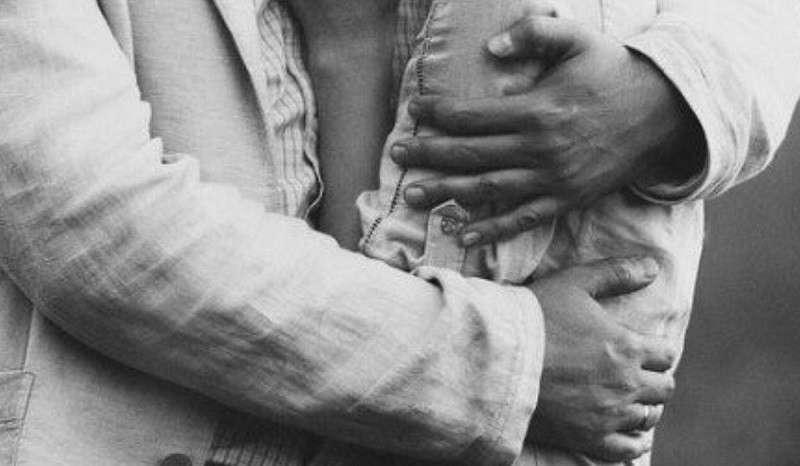 Физрук предотвратил кровавую бойню в школе США, разоружив любовью и нежностью