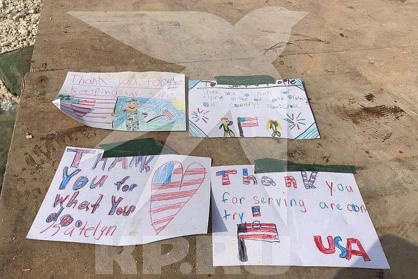 Россыпью валяются самодельные детские открытки Фото: Александр КОЦ