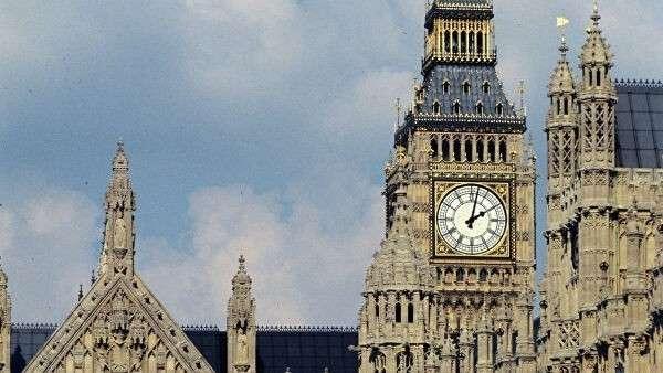 Вестминстерский дворец – здание на берегу Темзы в лондонском районе Вестминстер, где проходят заседания Британского парламента