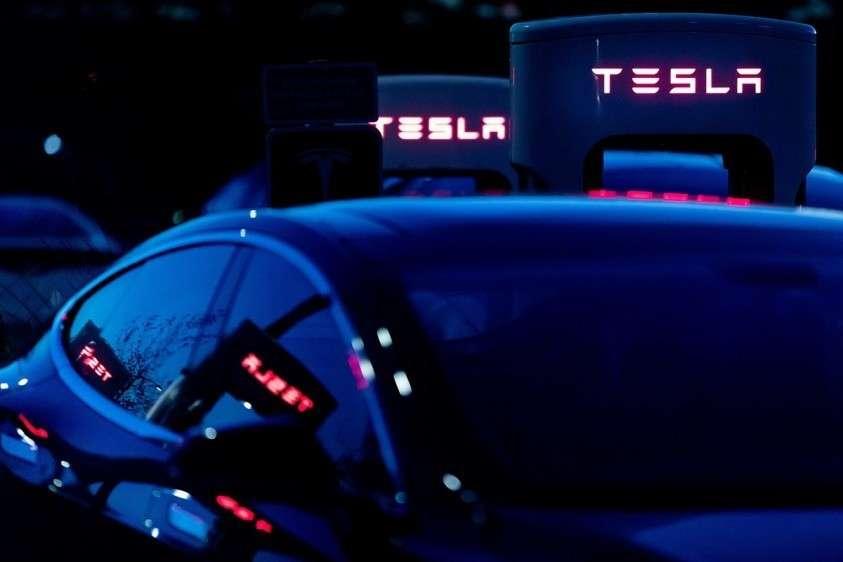 В США мужчина заживо сгорел в своем автомобиле Tesla