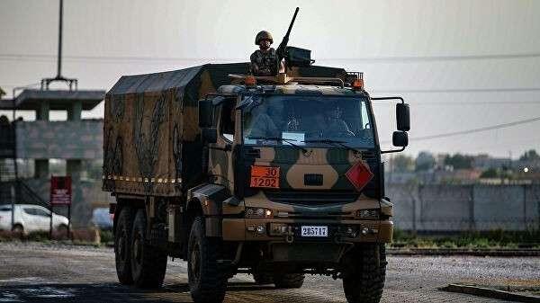 Турецкие военные недалеко от границы с Сирией