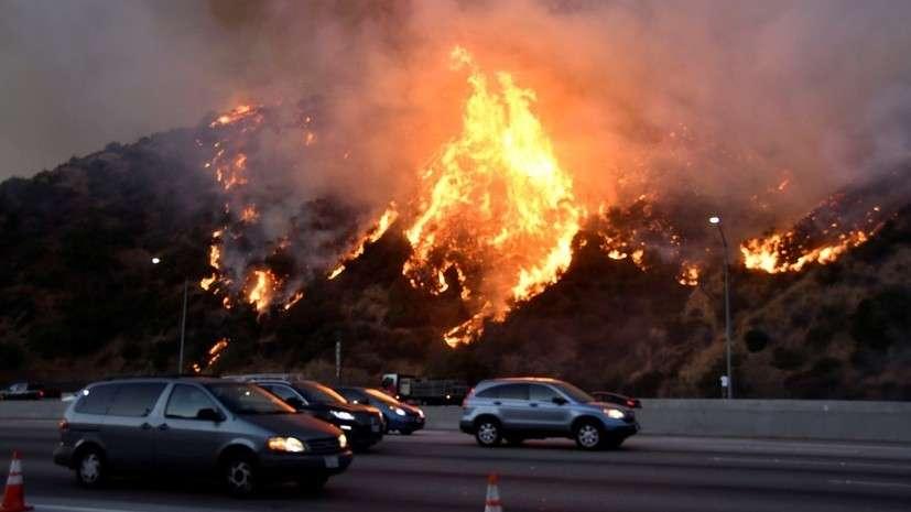 В Калифорнии бушуют лесные пожары, режим ЧС перерастает в бегство населения