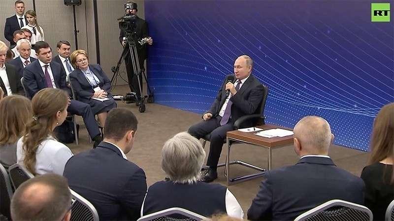 Встреча Владимира Путина с общественностью Калининградской области. Прямая трансляция