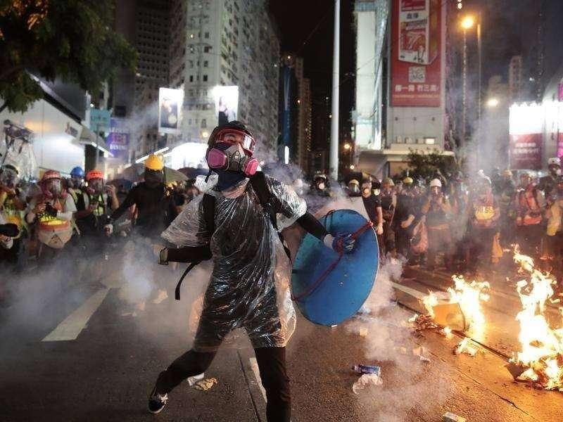 Facebook против Гонконга: Запад защищает