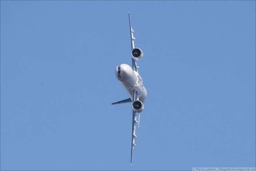 А Боинг так может? Российский МС-21 выполнил крен в 90 градусов