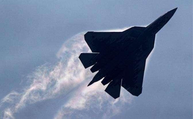 США тешат себя рассказами о «прекрасных» F-35 и «устаревших» Су-57, отстав от России на 40 лет