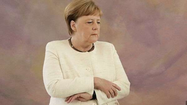 Канцлер Германии Ангела Меркель во время приема у президента ФРГ Франка-Вальтера Штайнмайера. 27 июня 2019