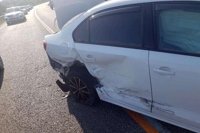 Следы столкновения на автомобиле Фольксваген «Джетта» сразу после аварии.