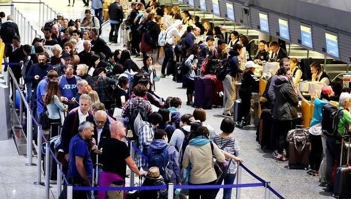 Авиакомпания Lufthansa отменила 1300 авиарейсов из-за забастовки бортпроводников