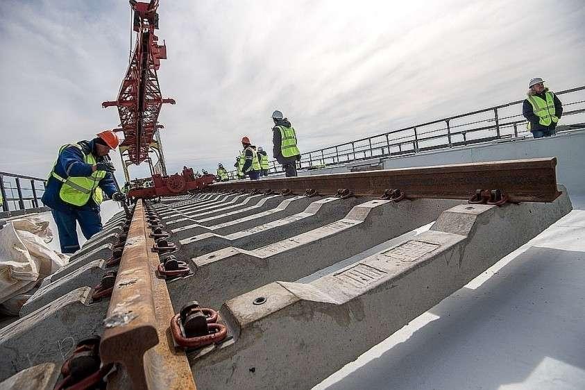 Вот так строили железнодорожную часть моста. Фото: Март 2019 Фото: Анна САДОВНИКОВА