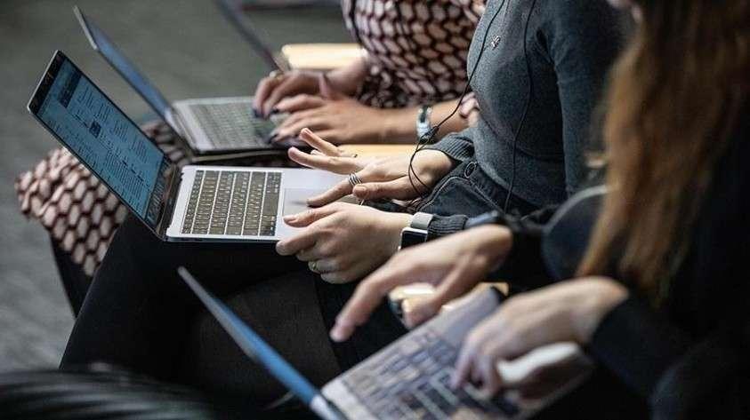 люди в ноутбуках
