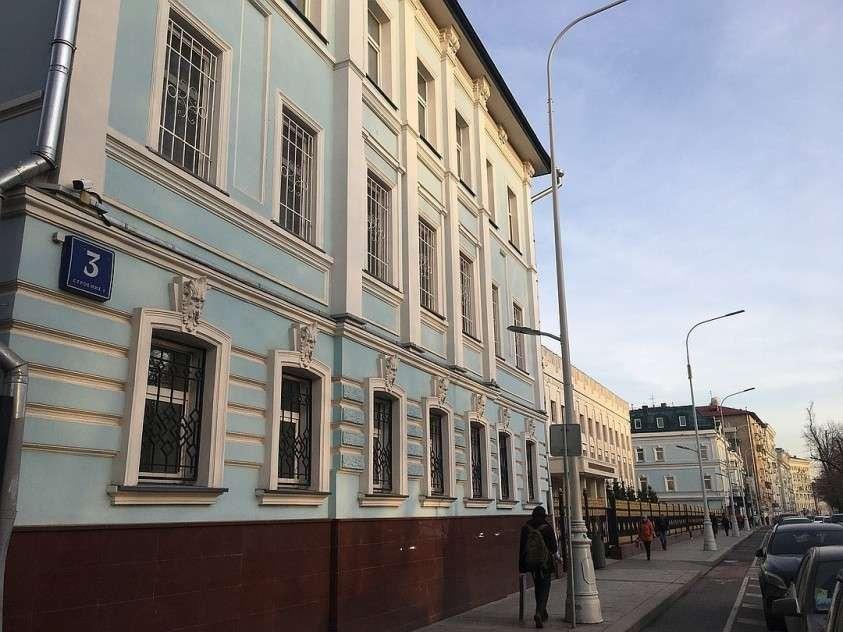 Владельцы этого здания избавились от кондиционеров на фасаде. Фото: Павел КЛОКОВ