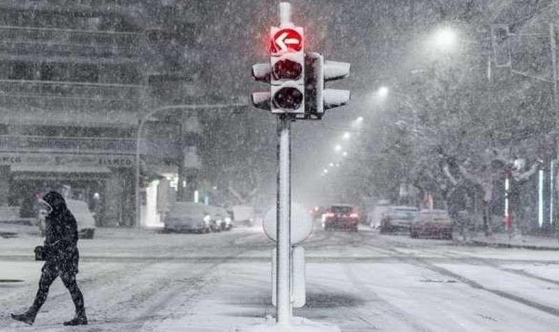 Во Франции снежный апокалипсис: 200 000 домов без света и первая смерть