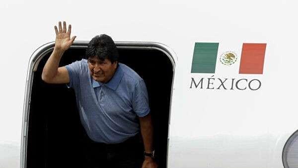 Эво Моралес во время прибытия в Мексику