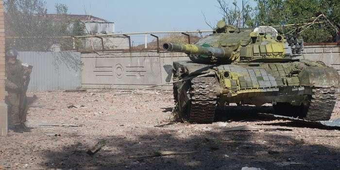 В спальном районе Донецка ведутся танковые бои