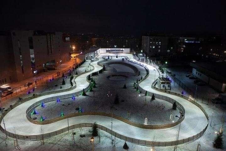 В Саратове открылся новый парк с катком