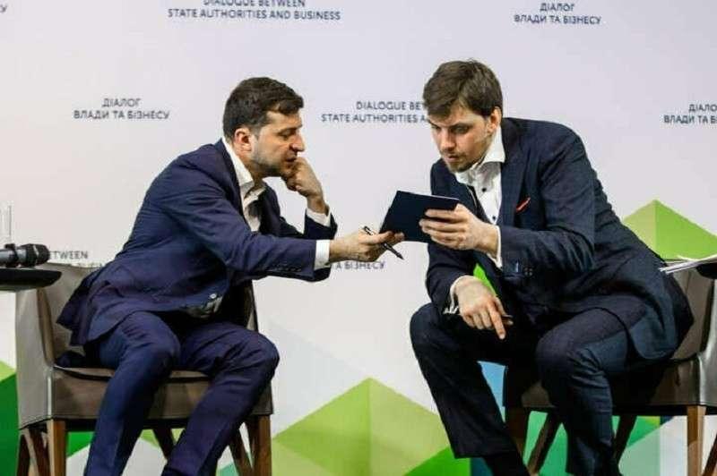 Рейтинг Зеленского и Гончарука на Украине падает как осенний лист