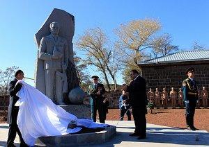Нароссийской военной базе вАрмении открыт памятник выдающемуся оружейнику Михаилу Калашникову