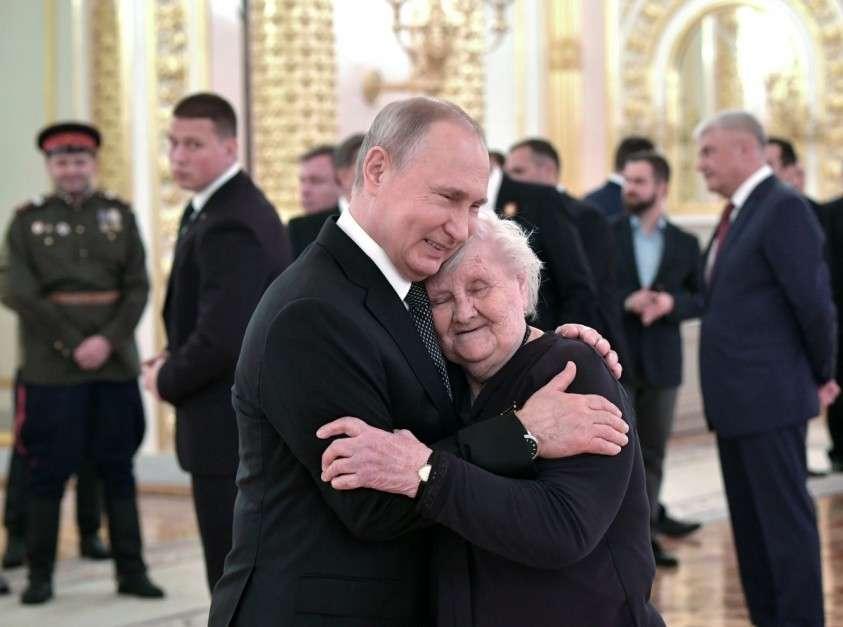 Как народная любовь к Владимиру Путину разрывает сетевых троллей на куски