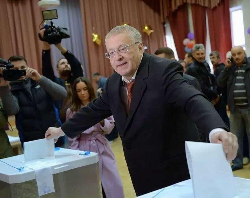 Народ России избирает Думу? Но почему тогда она служит не ему?