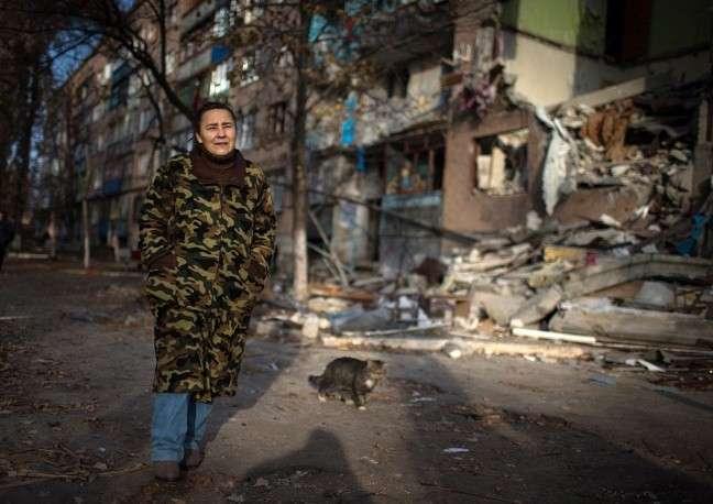 До начала боевых действий в Первомайске жили около 46 тыс. человек, теперь местное население составляет примерно 25 тыс. человек. При этом власти отмечают, что люди возвращаются в частично окруженный силовиками город