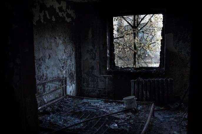 На фото: квартира в одном из разрушенных домов Первомайска