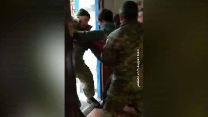 На Украине военкоматы открыли охоту на призывников: просто хватают и увозят