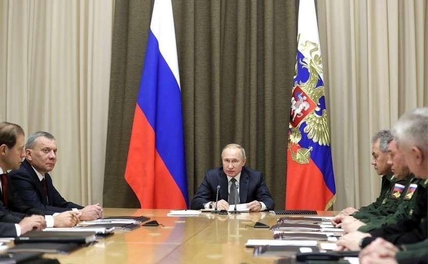 Владимир Путин: в ближайшие годы необходимо активно наращивать боевые возможности ВМФ России