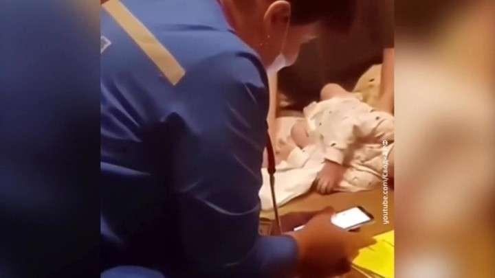 В Братске фельдшер ставила ребёнку диагноз с помощью смартфона и поисковика