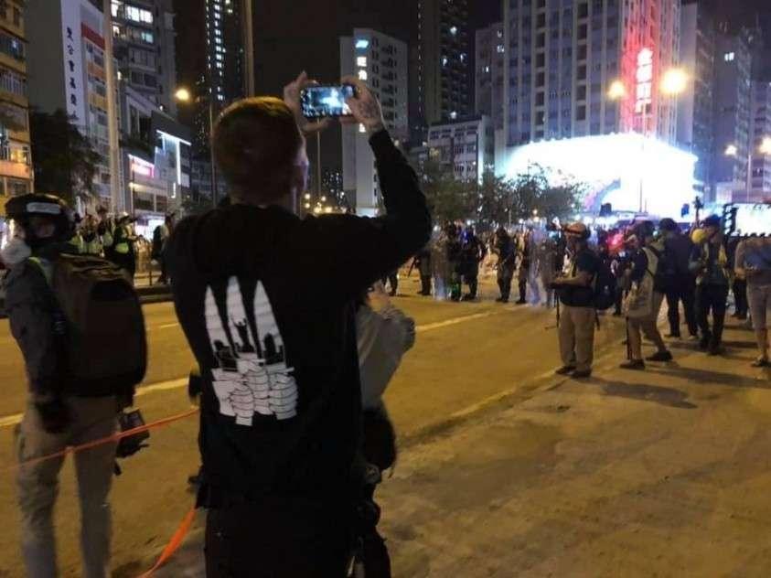 На протесты в Гонконге США свозят боевиков со всего мира