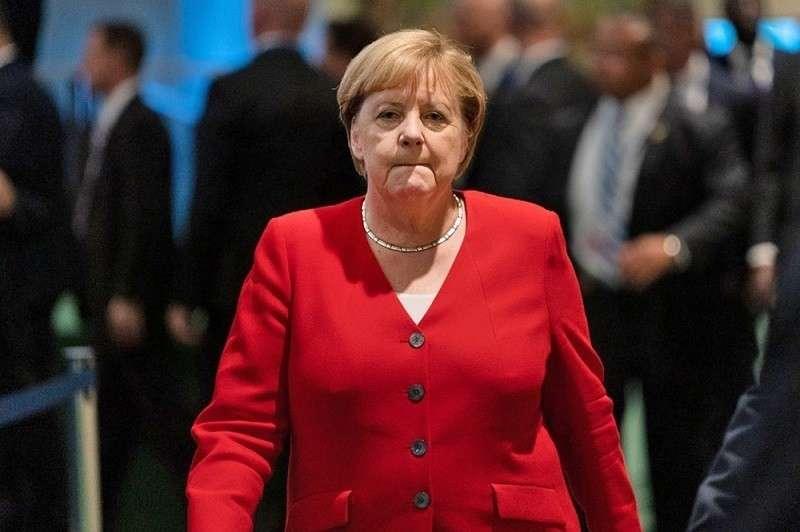 Меркель объяснила высылку двух российских дипломатов