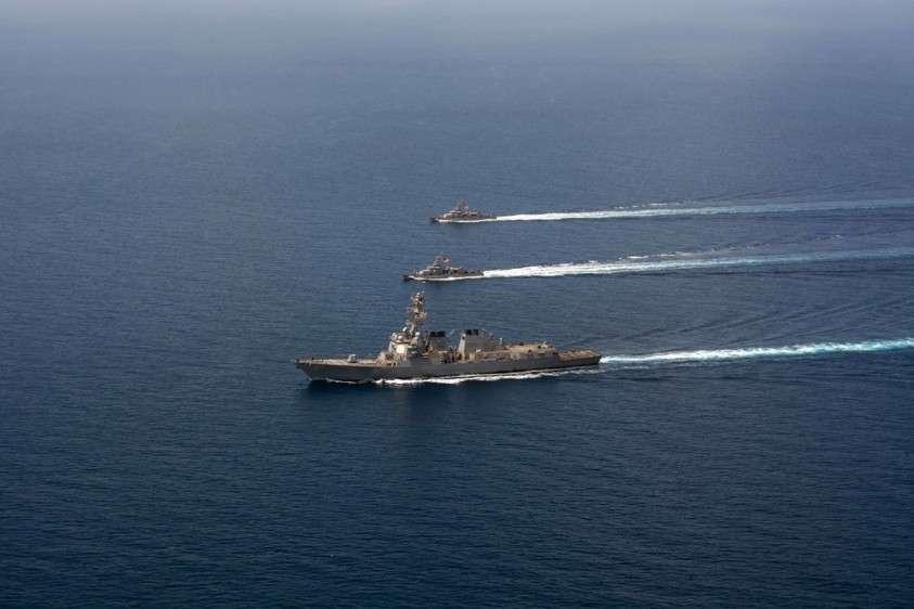 Эсминец США задержал иранский корабль в Аравийском море