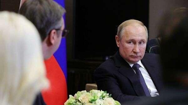 Президент РФ Владимир Путин во время встречи с президентом Сербии Александром Вучичем