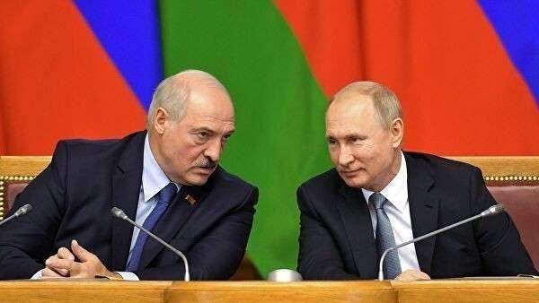 Президент РФ Владимир Путин и президент Белоруссии Александр Лукашенко на пленарном заседании VI Форума регионов России и Белоруссии
